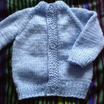 Modrý raglánový kabátek