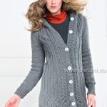 Dlouhý svetr s kapucí a čelenka