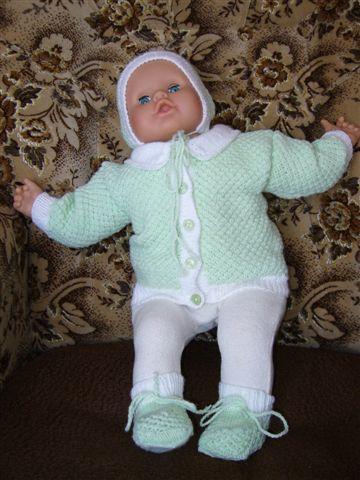 Zelenobílá kojenecká soupravička   PLETENÍ – NÁVODY