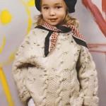 Přírodní pulovr s copánkovým vzorem