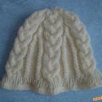 Copánková čepice s velkými a malými copánky
