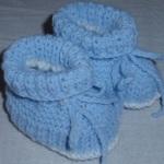 Modré botičky na dvou jehlicích