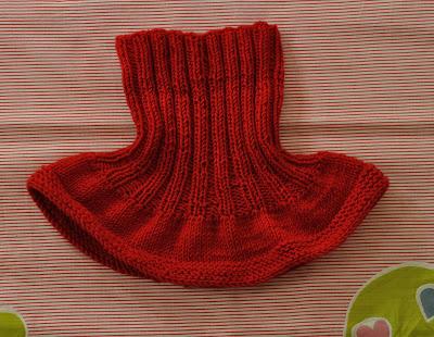 Klasický dětský nákrčník. Návod na ručně pletený dětský nákrčník pro  velikost dítěte 1 až 2 roky. Model je pletený přízí Merino (zn. Vlnap) na  jehlicích č. 580e165609