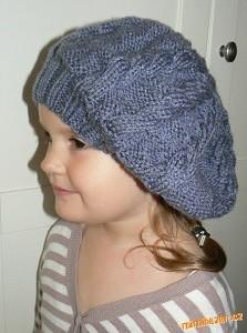 šedý baret