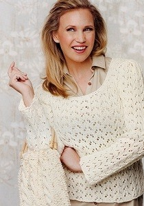 dírkovaný pulovr