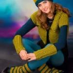 Dívčí pletená vesta, návleky a čepice