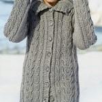 Šedý dlouhý svetr s copánky