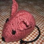 Pletená růžová myš