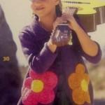 Fialový kabátek s háčkovanými květy