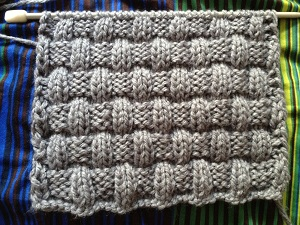 Návod na pletenou šálu nebo nákrčník efektním vzorem pleteného košíku.  Ukázka je pletena přízí Montana (Toptex) na jehlicích č. 7. 5ba883be27