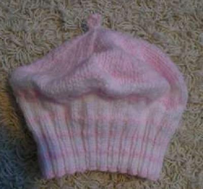 a7f15c28d53 Růžová srdíčková baretka – PLETENÍ – NÁVODY