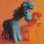 Vroubkovaně pletená žirafa