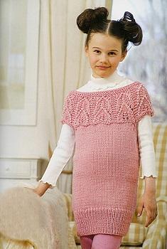 bba78f31a470 Krátké šaty či tunika. Návod na ručně pletené dívčí šaty pro velikost dívky  6 až 8 let. Model je pletený přízí Aneli (zn. Toptex) na jehlicích č. 3