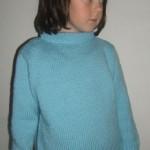 Bleděmodrý hladký pulovr
