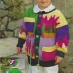 Pestrobarevný svetr s čepicí