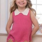Dievčenské šaty s vypletaným okrajom