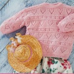 Dětský pulovr s pruhy srdíček