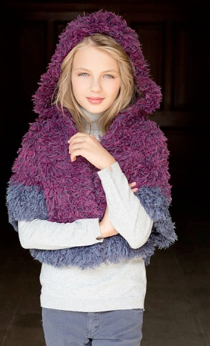 pletene ponco s kapuci