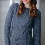 Šedý pulovr s copánky