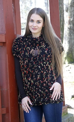 1d9ed6ba13f8 Návod na jednoduše ručně pletenou vestu pro dámskou velikost 38 – 44. Model  je pletený přízí Alexis (zn. Vlnika) na jehlicích č. 7.